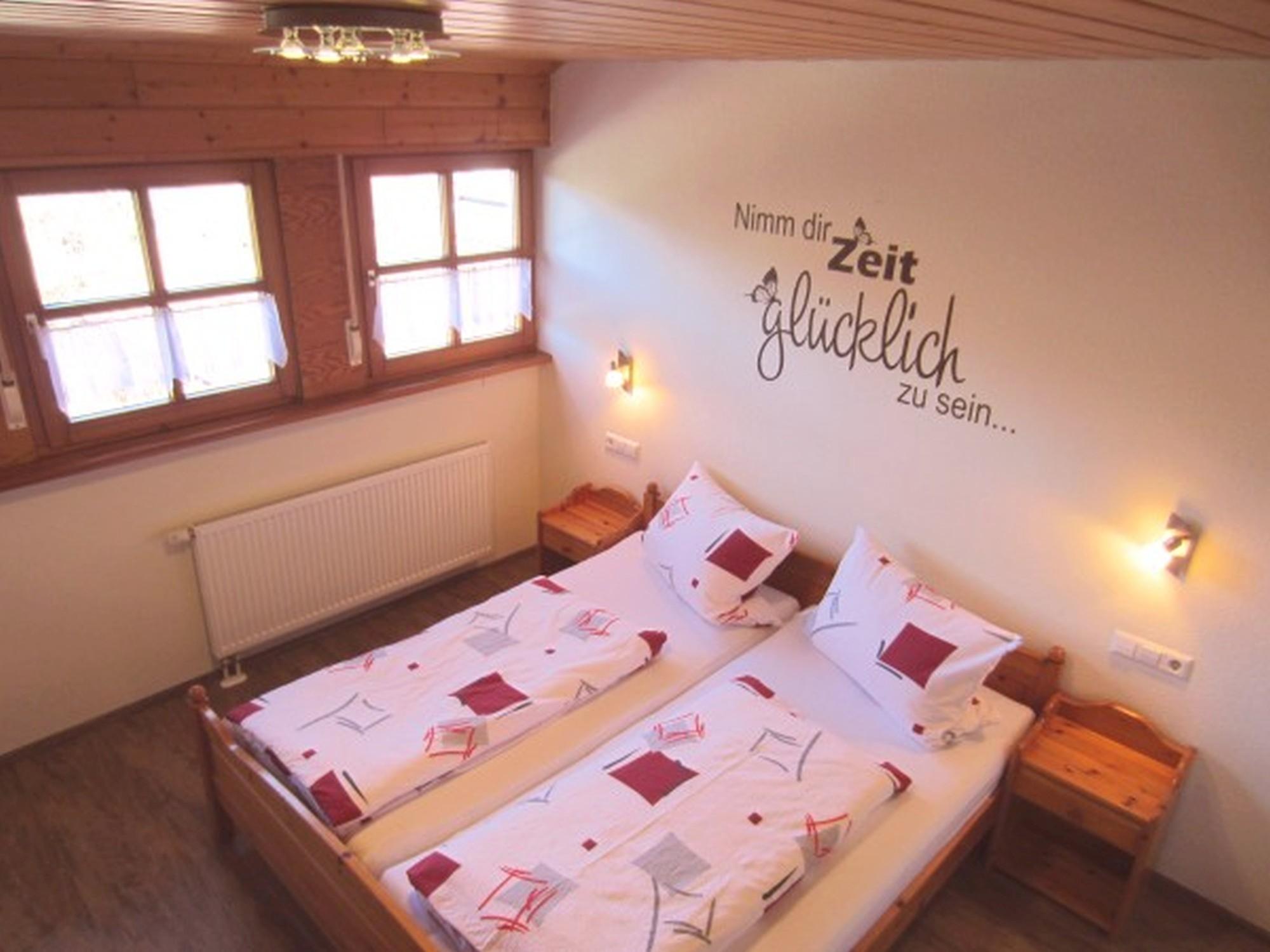 Schlafzimmer Ferienwohnung Balkonblick