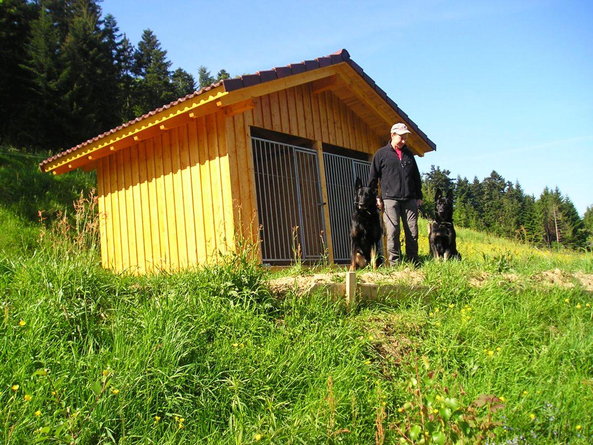 Der Hundezwinger im Außenbereich, 150m vom Haus entfernt