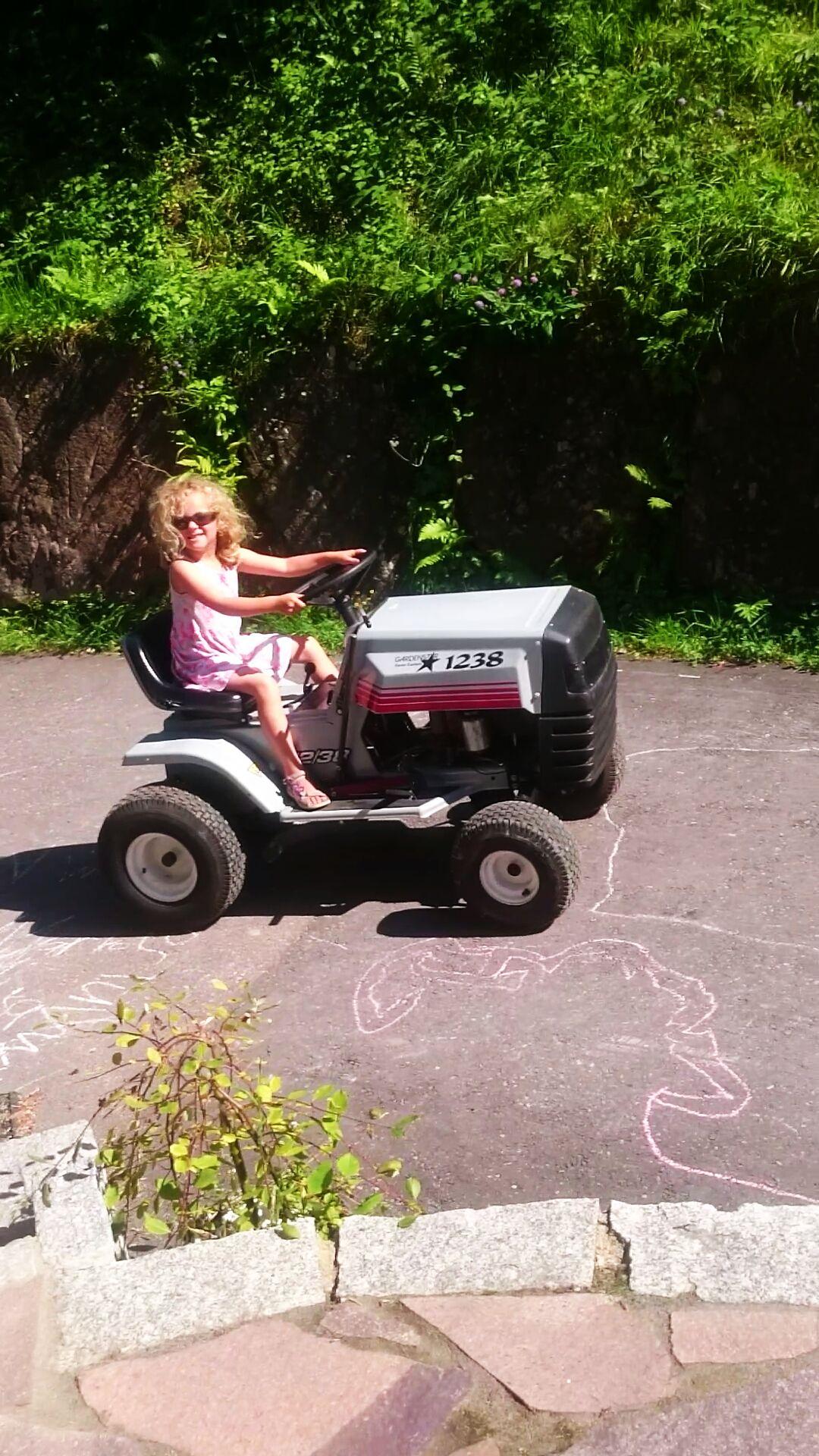 Kindertraktor mit 4-Takt-Motor